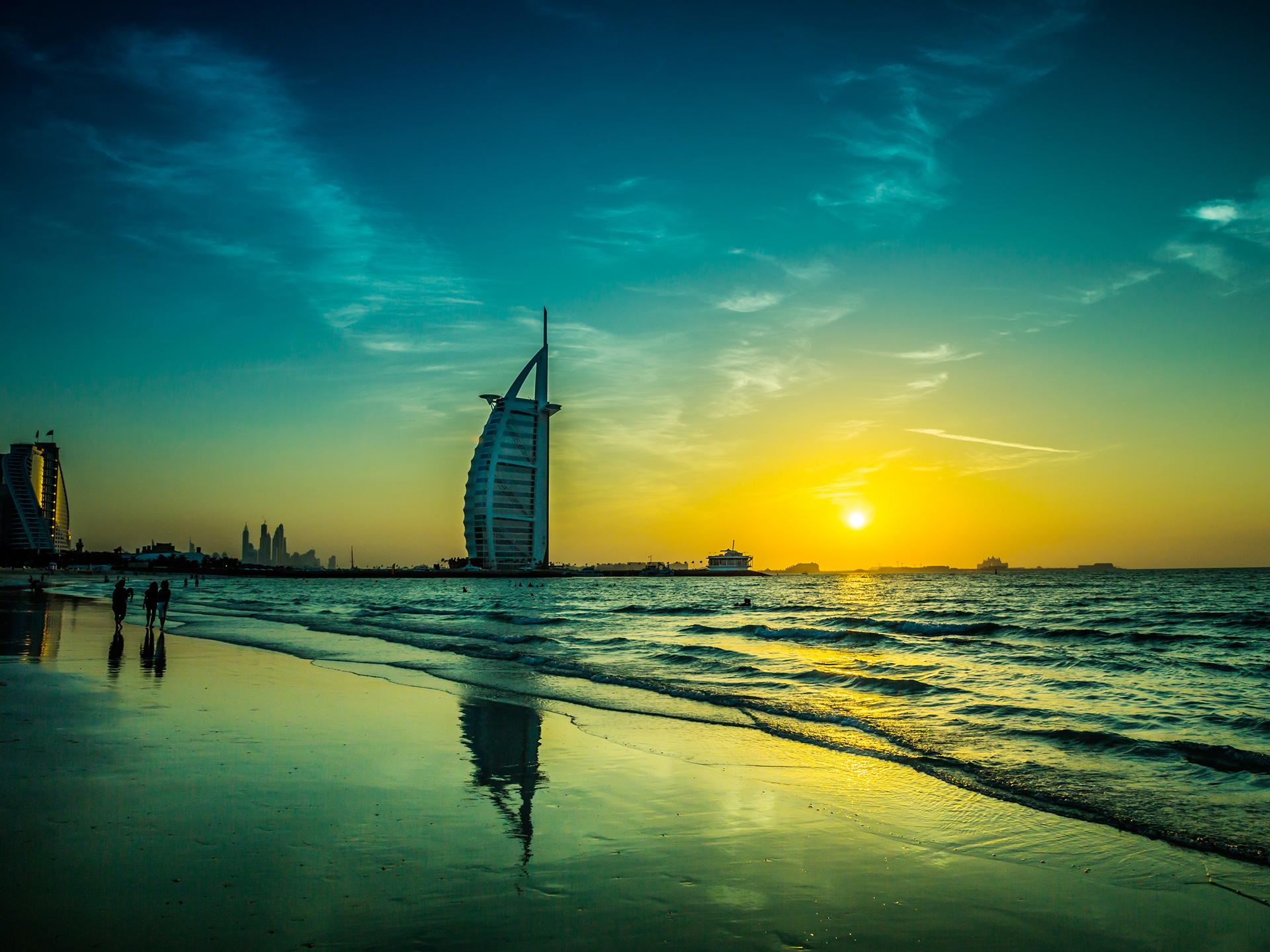 迪拜/阿布扎比6日游【EK往返直飞/五星/六七八星酒店餐】,含冲沙,迪拜塔,法拉利公园,阿布扎比卢浮宫,奇迹花园