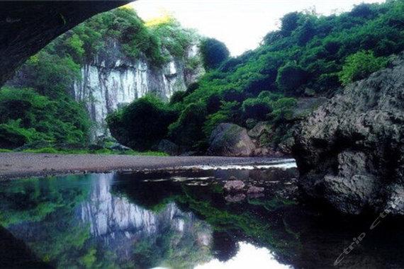 【当季爆款】吉林长白山、森林漂流、梦幻夜游、神秘浮石林、镜泊湖、镜泊峡谷、金鼎大佛 双高5日游
